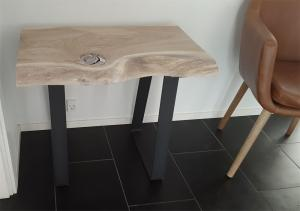 Corfixens kaffebord i egetræ med jernben