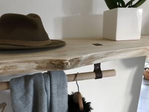 Corfixens hattehylde med bøjlestang